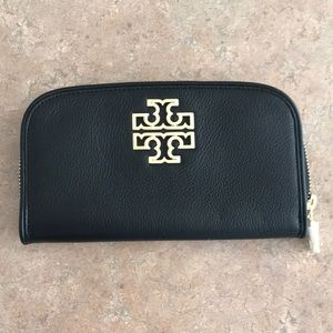 NEW! Tory Burch Zip Wallet